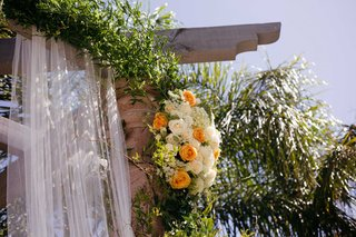 orange-roses-orange-and-white-flowers-ceremony-flowers-wedding-arch