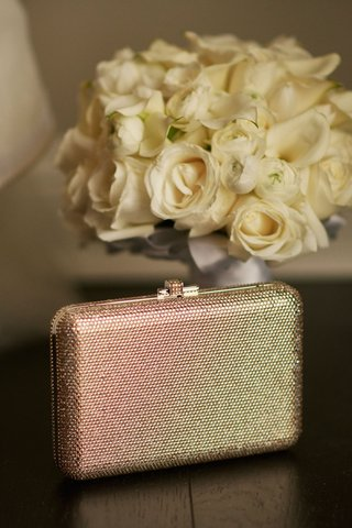 wedding-accessories-gold-silver-metallic-shimmer-clutch-box-with-white-rose-bouquet