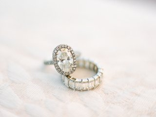 oval-cut-engagement-ring-with-halo-diamond-wedding-band