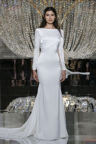 pronovias-fall-2018-long-sleeve-wedding-dress-with-slim-fit-and-train