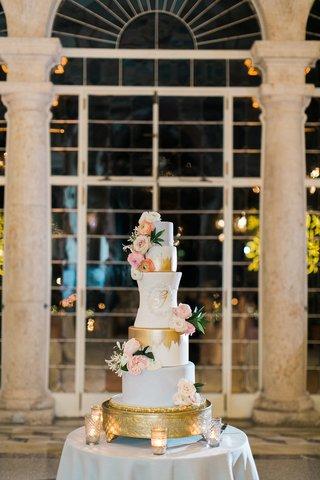 wedding-cake-with-pale-grey-blue-fondant-gold-brushstrokes-and-fresh-flowers-gold-monogram