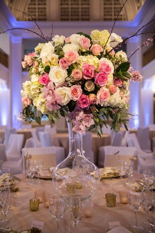 wedding-reception-table-with-blush-ivory-roses-hydrangeas-orchids-greenery-in-clear-vase