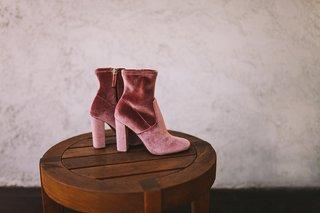 steve-madden-velvet-ankle-booties-in-dusty-rose