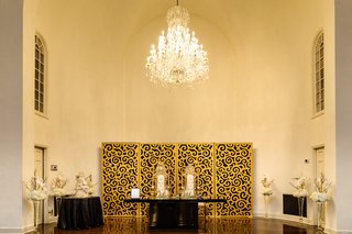 regal-wedding-sweetheart-table-with-high-back-chair-with-gold-backdrop