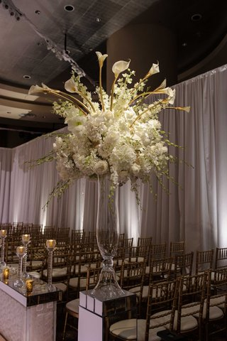 ceremony-floral-display-with-white-flowers-and-calla-lilies-chicago-wedding-nye-aisle-runner