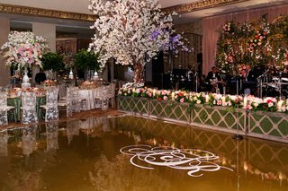 hedge-lined-entertainment-stage-and-monogram-floor