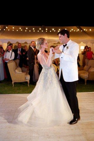 newlyweds-first-dance-alfresco-reception-space-dance-floor-twirl