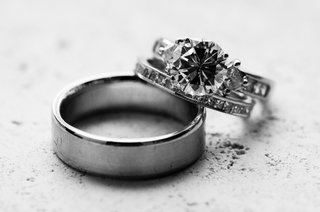 black-and-white-photo-of-wedding-bands