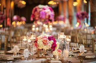 small-floral-arrangement-with-white-hydrangeas-and-vibrant-pink-roses-floating-candles