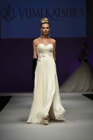 yumi-katsura-fall-2016-strapless-sheath-wedding-dress-with-asymmetrical-bodice-and-flower-details