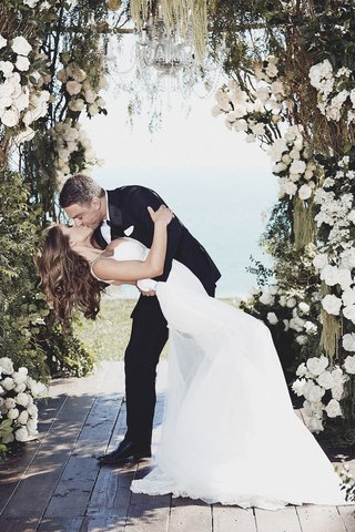 aaron-zalewski-kissing-brittney-palmer-at-ceremony