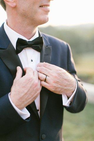 mens-wedding-ring-rose-gold-border-black-tungsten