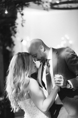 black-and-white-photo-of-bride-and-groom-during-first-dance