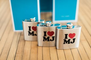 wedding-favor-gifts-flasks-flasks-with-initials