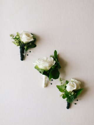 wedding-flowers-white-rose-boutonniere-with-greenery-black-white-ribbon