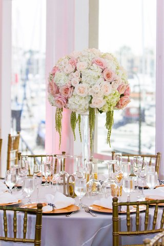 blush-roses-white-hydrangeas-amaranthus-on-clear-vessel