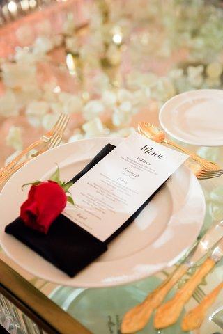 san-francisco-giants-joe-panik-wedding-red-rose-at-place-setting-black-napkin