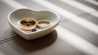 wedding-rings-before-wedding-ceremony-in-heart-shape-ring-holder-dish-tray-wedding-photo-ideas