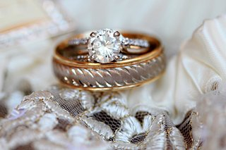 round-cut-engagement-ring-and-gold-band