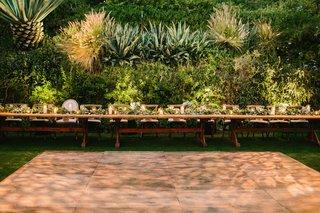 wedding-reception-dance-floor-long-head-table-houdini-estate-low-centerpiece-flower-runner-greenery