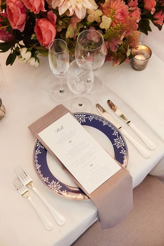 wedding-reception-pink-red-hydrangea-rose-dahlia-centerpiece-navy-blue-china-plate-personalized-menu