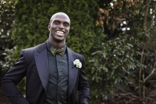 tennessee-titan-jason-mccourty-in-black-tuxedo-gold-and-black-bow-tie