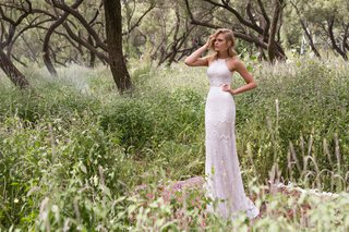 limor-rosen-2017-galla-wedding-dress-halter-neck-crop-top-lace-skirt-birds-of-paradise