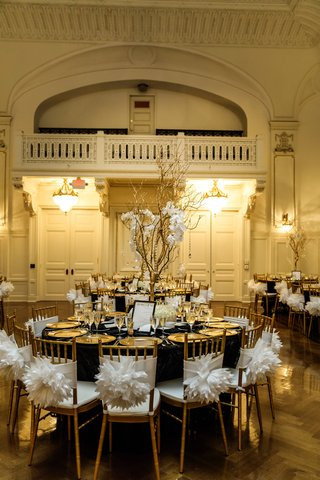 gold-chiavari-chairs-with-white-poofy-chair-sashes