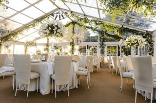 plexiglass-tent-wedding-with-neutral-color-palette