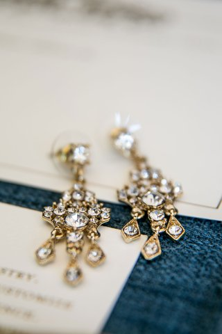 wedding-jewelry-brides-gold-chandelier-earrings-yellow-gold-diamonds-crystals