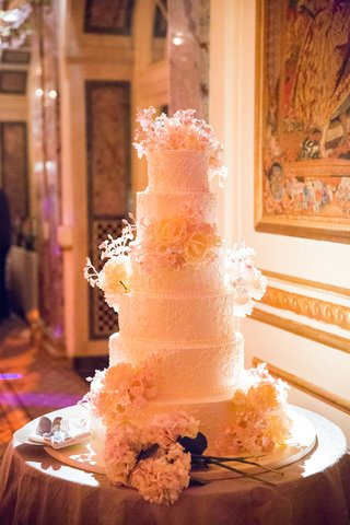 sylvia-weinstock-six-tier-white-wedding-cake-with-intricate-detailing-and-fresh-flowers