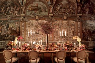 renaissance-inspired-tablescape-in-palace-in-florence-baroque-architecture-castle-fall-colors