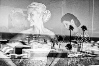 bride-getting-ready-at-shutters-on-the-beach-santa-monica-ca