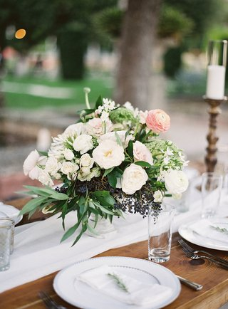 wood-rustic-table-white-linen-runner-low-centerpiece-greenery-white-flowers-blush-pink-ranunculus