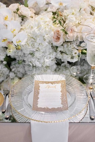 wedding-reception-personalized-menu-card-calligraphy-gold-rimmed-charger-mirror-table-white-flowers