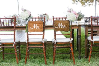 sweetheart-table-with-wooden-mr-and-mrs-signs-maui-wedding