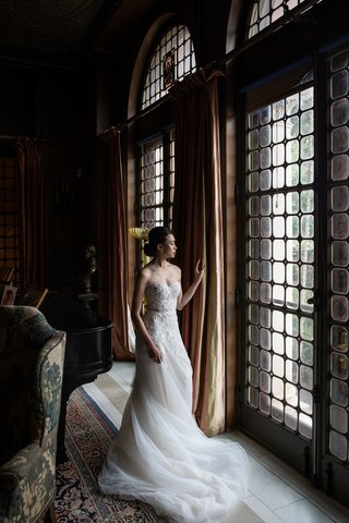 wedding-inspiration-bride-in-mira-zwillinger-lace-bodice-and-tulle-skirt-sweep-train