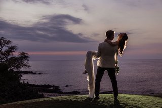 wedding-portrait-couple-shot-ideas-purple-and-pink-sky-ocean-hawaii-destination-wedding-photo