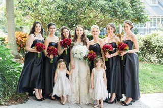bride-bridesmaids-flower-girls-ladies-of-bridal-party-black-dresses-white-red-bouquets-wedding
