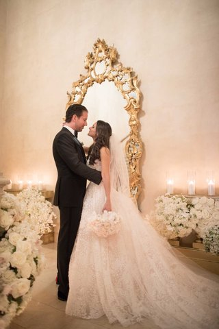 wedding-portrait-bride-and-groom-long-hair-gold-mirror-white-flowers-candles-the-plaza-hotel