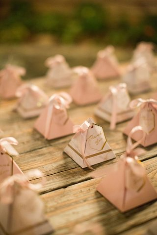 wedding-favor-ideas-pyramid-boxes-with-gold-pink-decor-thank-you-note-ribbon-jordan-almonds