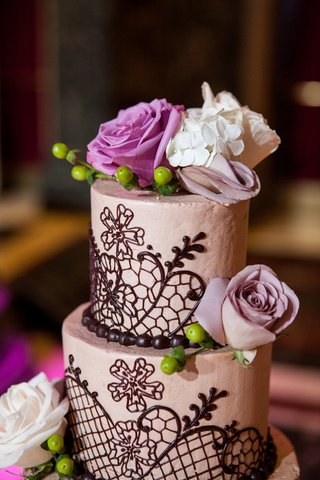 round-cake-decorated-with-piping-and-fresh-roses