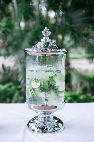 wedding-ceremony-outdoor-drink-dispenser-with-ice-water-mint-leaves-and-cucumber-slices