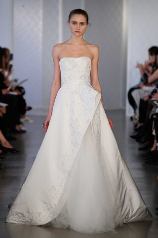oscar-de-la-renta-2017-bridal-collection-strapless-wedding-dress-ball-gown-with-rose-embroidery