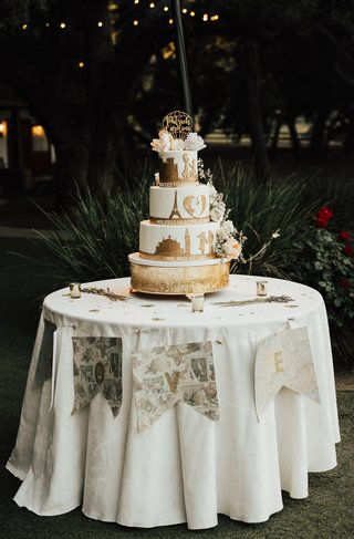 gluten-free-wedding-cake-with-gold-details-of