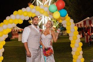 cj-lana-perry-and-miroslav-rusev-barnyashev-under-balloon-arch-yellow-white-at-wedding-outdoor