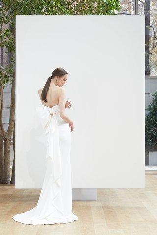 lesha-oscar-de-la-renta-spring-2018-ivory-stretch-silk-georgette-column-gown-ruffle-back-detail