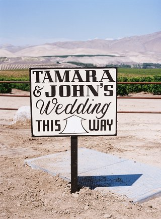 black-and-white-sign-at-ranch-wedding-in-california