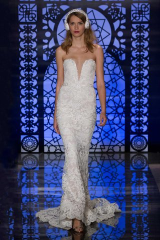 reem-acra-bridal-fall-2016-strapless-lace-wedding-dress-with-plunging-v-neck