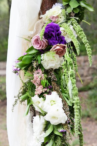 pink-roses-white-and-purple-flowers-greenery-amaranthus-on-rustic-outdoor-wedding-ceremony-altar
